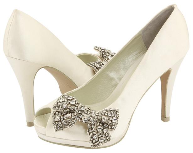 54194a577839 Svadobný salón ANNIE ponúka svadobné topánky značky MENBUR.
